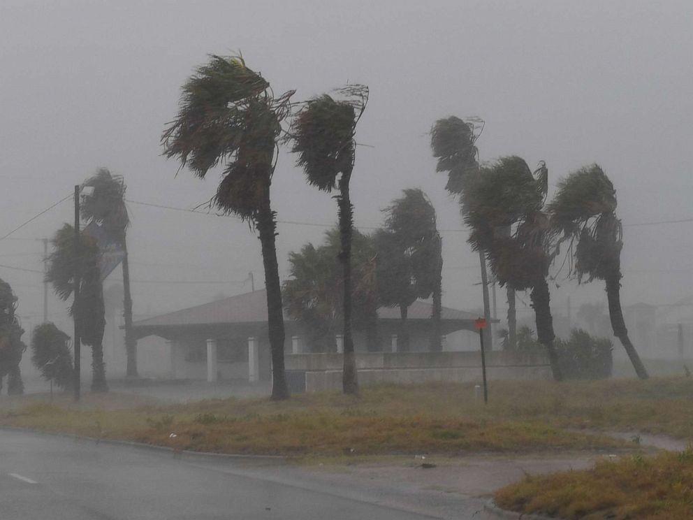 hurricane-harvey-11-gty-jc-170825_4x3_992.jpg